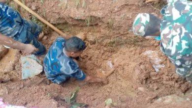 Photo of गुल्मीमा पहिरोमा पुरिएर २ जनाको मृत्यु १ घाइते