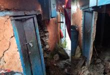 Photo of बर्षाका कारण ठुलाचौरमा घर भत्कियाे, पीडित परिवार पुरानो स्वास्थ्य चौकीमा आश्रय लिँदै