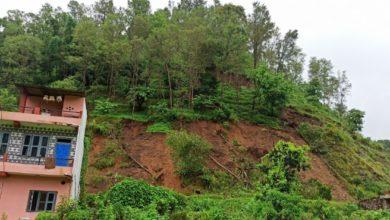 Photo of अविरल वर्षाले खर्वाङमा पहिरो ३ घर जोखिममा